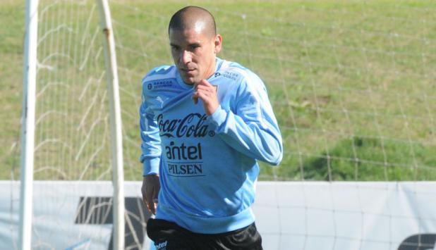 """Rendidor. Así es el """"Mono"""" Maximiliano Pereira, en Benfica y en la selección uruguaya."""