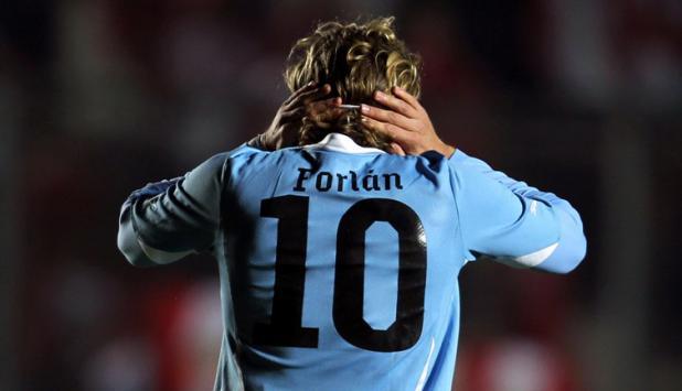 El 10. Forlán se retiró de la selección y pasó a ser leyenda.