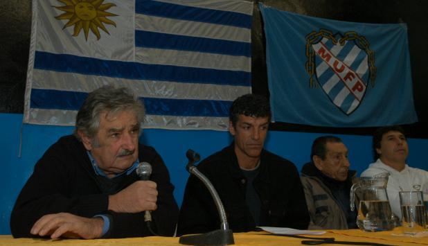 Mujica, Saravia, Carrasco y Ghiggia en la Mutual. Foto: Archivo El País.