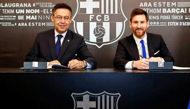 Lionel Messi en la renovación de contrato junto al presidente de Barcelona, Josep Maria Bartomeu. Foto: EFE