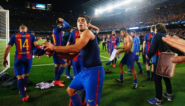 El festejo de Suárez luego de eliminar a PSG. Foto: AFP