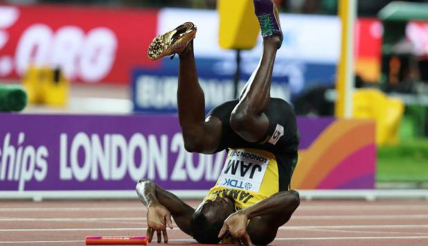 Usain Bolt y la caída que marcó el final de su carrera. Foto: AFP