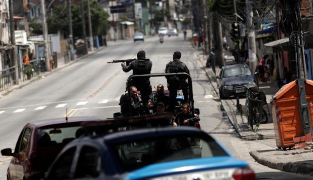 Patrullaje de militares y policías en Río. Foto: Reuters