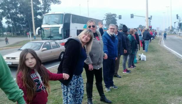 Vecinos realizaron ayer una cadena humana en Canelones