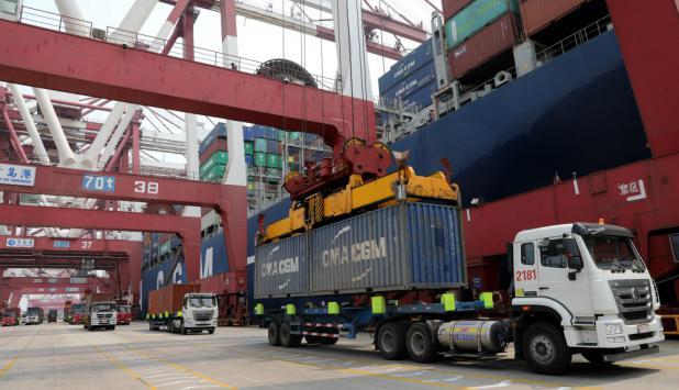 Exportaciones: descenso leve en el acumulado del año. Foto: EFE