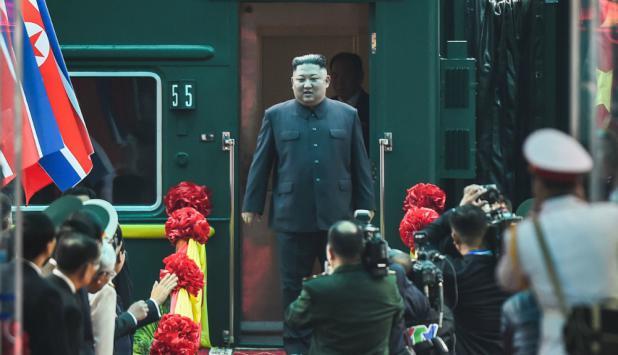 El líder norcoreano Kim Jong-un arriba a la provincia vietnamita de Dong Dang. Foto: AFP.