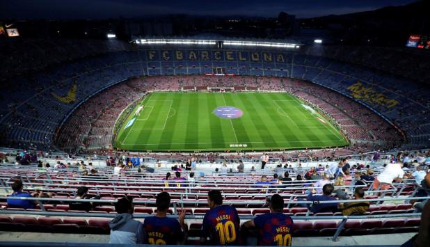 El Camp Nou a la espera del duelo entre Barcelona y Valencia. Foto: Reuters