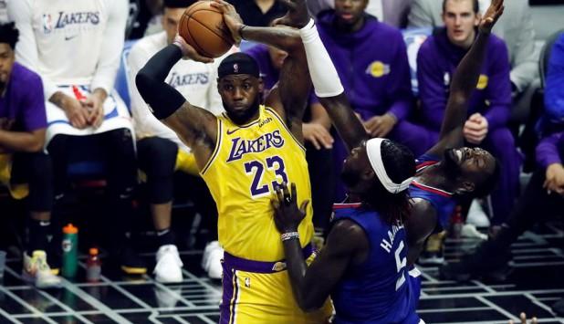 Los Ángeles Clippers vencieron a Los Ángeles Lakers en el inicio de la temporada regular de la NBA. Foto: EFE.