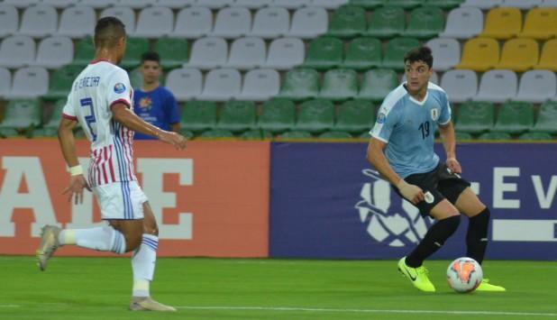 Joaquín Piquerez en el partido entre Uruguay y Paraguay en el Preolímpico de Colombia. Foto: AUF.