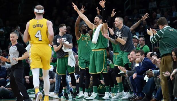 Boston Celtics le ganó con autoridad a Los Ángeles Lakers en la NBA. Foto: AFP.