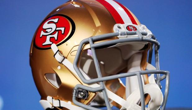 Casco de San Francisco 49ers.