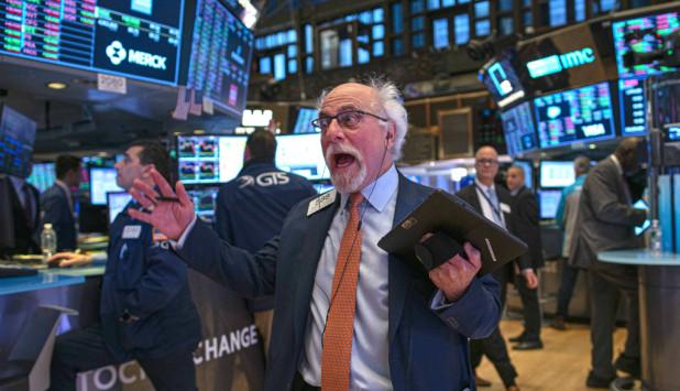 El gesto de uno de los operadores de Wall Street, la principal bolsa del mundo, ilustra sobre el tiempo de inseguridad económica que afecta al mundo. Foto: AFP