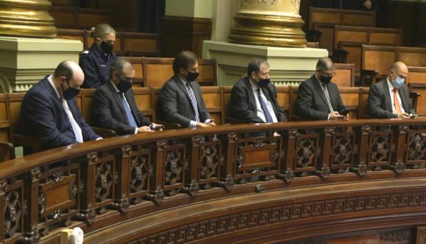 Sin aviso, el presidente Luis Lacalle Pou decidió ir al Senado ayer por la tarde a presenciar el debate de la LUC. Foto: Darwin Borrelli