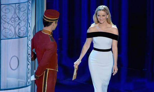 Reese Witherspoon sube al escenario.Foto: AFP