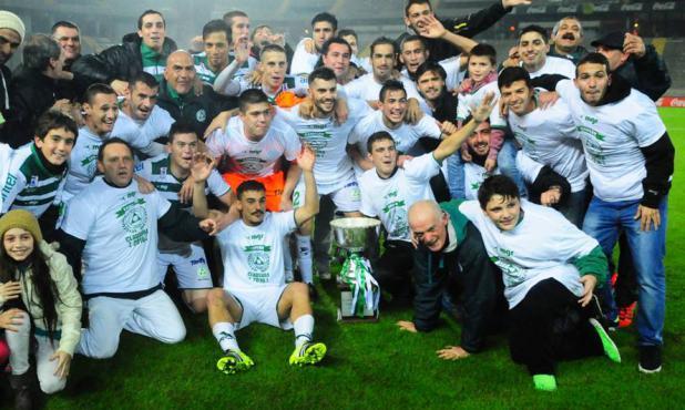 Plaza Colonia celebró el título del Clausura en el Campeón del Siglo. Foto: Marcelo Bonjour