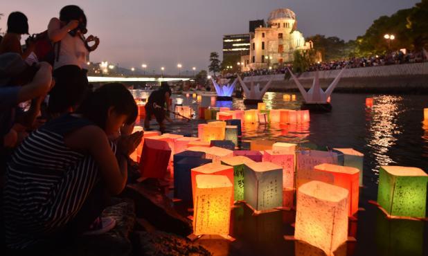 Los habitantes de Hiroshima evocaron a las víctimas del ataque nuclear. Foto. EFE