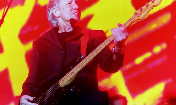 """Roger Waters en plena actuación de su monstruosa gira """"The Wall"""". Foto: Archivo El País."""