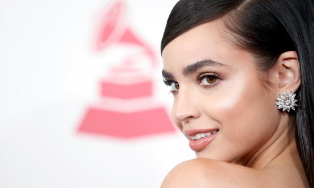 Sofia Carson en la gala de los Grammy