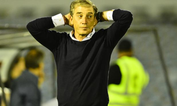 Eduardo Acevedo vio mejor a Defensor Sporting en la primera final. Foto: Gerardo Pérez