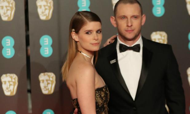 Kate Mara y Jamie Bell, una linda pareja en un premio inglés