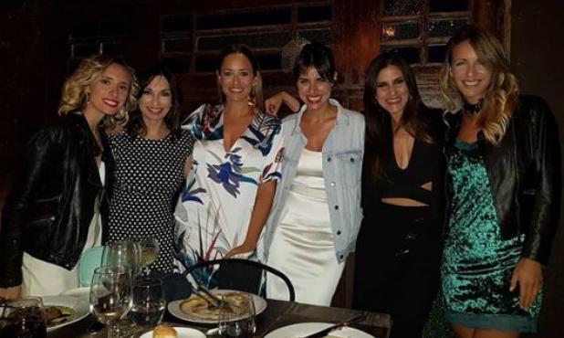Las novias con el elenco de Falladas