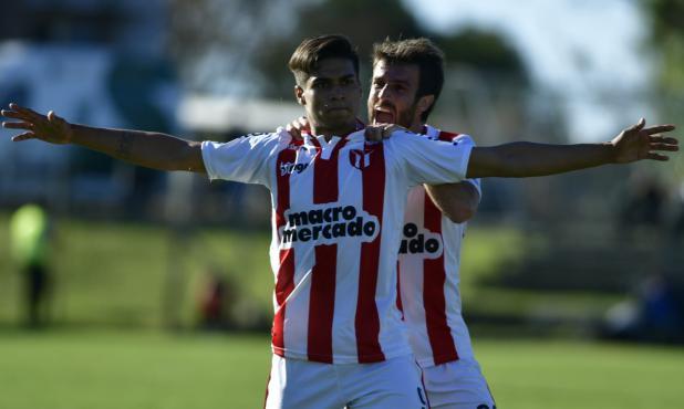 Matías Arezo y Mathías Alonso en el partido de River