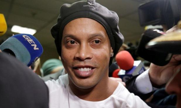 Ronaldinho sigue en prisión domiciliaria en un hotel de Asunción