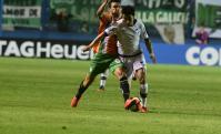 Nicolás Bertolo marcando a Jorge Fucile en el Banfield-Nacional. Foto: Darwin Borrelli