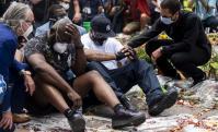 Terrence Floyd, hermano de George Floyd, en una vigilia en el lugar donde fue asesinado. Foto: AFP